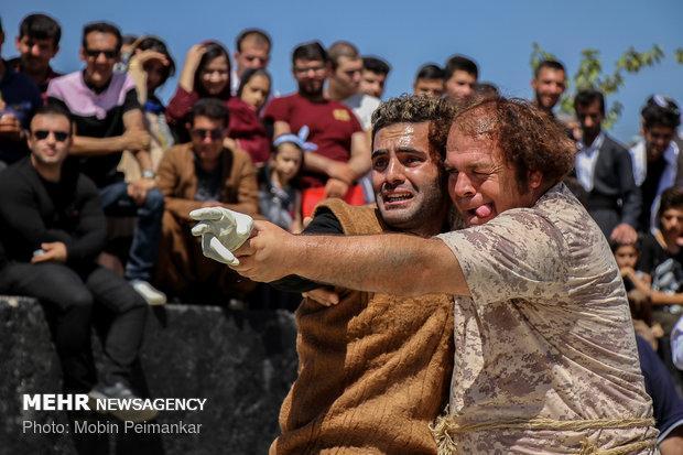 جشنواره تئاترخیابانی مریوان همچنان چشم انتظار ردیف اعتبار ملی است