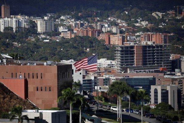 دیپلماتهای امریکایی ونزوئلا را ترک کردند