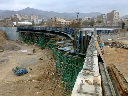 مسدود شدن تقاطع میدان ورزش عبور لوله فاضلاب است نه شکستن پل، 15 روز دیگر مشکل حل خواهد شد