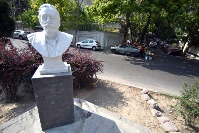 مجسمه استادان مشهور به معابر شمیران می آید