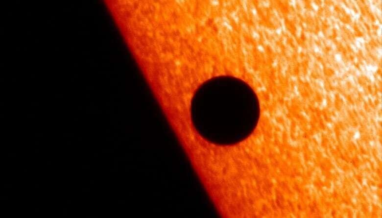 فیلم ، لحظه دیدنی عبور عطارد از جلوی خورشید