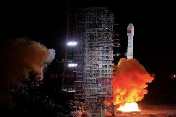 چین یک ماهواره 8 تنی به فضا پرتاب کرد