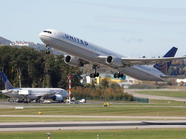 زنگنه: دولت و سازمان هواپیمایی نقشی در افزایش قیمت بلیت هواپیما ندارند!