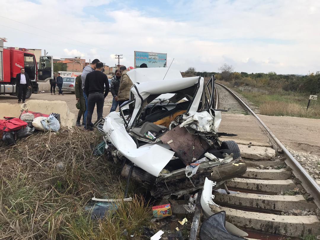 جان سالم به در بردن راننده خودرو در حادثه برخورد با قطار