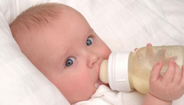 راهنمای جامع مقدار شیر خشک لازم برای نوزاد