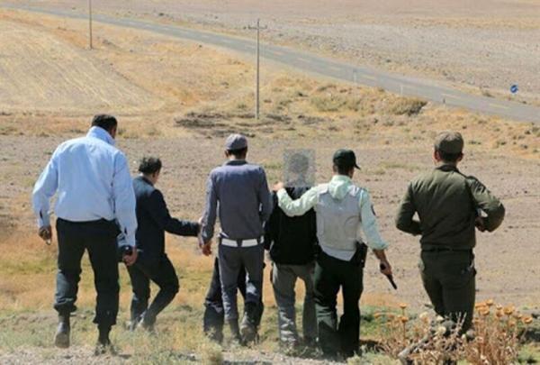 خبرنگاران 2 حفار غیرمجاز اشیای تاریخی در بافت دستگیر شدند